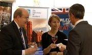 Absolventii Shefield, �nt�lnire cu ambasadorul Marii Britanii la Bucuresti