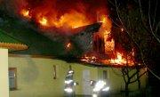 Un politist din Arges, devenit erou peste noapte. A intrat �ntr-o casa cuprinsa de flacari si a salvat doua femei