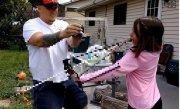 VIDEO! Metoda ÎNSPĂIMÂNTĂTOARE la care recurge acestă fetiţă pentru a scăpa de un dinte