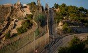 Un imigrant a murit asfixiat, într-o valiză, la frontiera dintre Maroc şi Spania