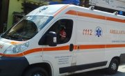 Copil de patru ani din Sibiu, în stare gravă, după ce remorca unui tractor a căzut peste el