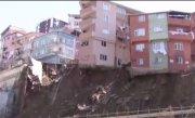 Bloc de patru etaje, prăbușit la Istanbul. Imagini șocante