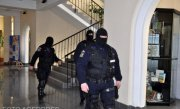 Rectorul şi prorectorul Academiei de Poliţie au fost puşi de DNA sub control judiciar
