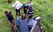 Imagini șocante! O mașină a plonjat de la cinci metri înălțime!
