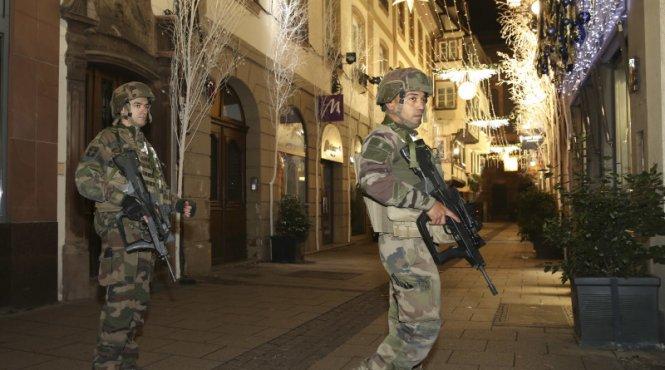 Alertă de securitate ridicată la Strasbourg! Atacatorul de la târgul de Crăciun este încă în libertate