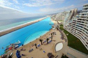 Vezi aici cum arată cea mai mare piscina din lume