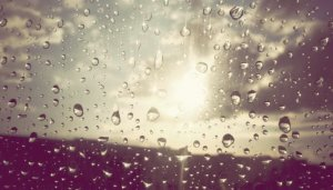 Weekend cu ploi torenţiale şi grindină în toate regiunile ţării