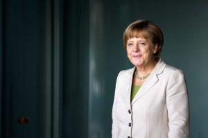 Angela Merkel avertizează Rusia că se expune unor noi sancţiuni internaţionale