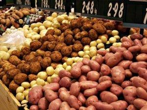 Gustul amar al unei producţii record la cartofi. Oamenii spun că preţul cu care sunt nevoiţi să îşi vândă marfa este foarte mic