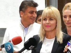 Elena Udrea, convinsă că va câştiga alegerile. Candidata PMP îi invită pe ceilalţi candidaţi să-i cedeze locul