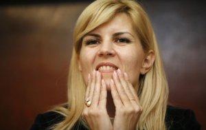 Elena Udrea, huiduită în timpul unei vizite preelectorale