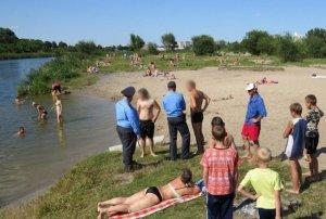 """Ce au găsit oamenii chiar în lacul în care se scăldau. """"Chiar bărbaţi cu experienţă s-au cutremurat când l-au scos din apă"""""""
