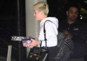 Miley Cyrus: Internetul îţi distruge creierul