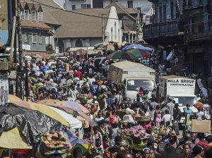 Imagini cutremurătoare în Liberia. Un bărbat infestat cu Ebola a fugit din spital şi s-a dus într-o piaţă aglomerată. Vezi ce a urmat