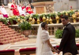 Ceremonie rară la Vatican. Papa Francisc a căsătorit 20 de cupluri. Ce sfat le-a dat tinerilor