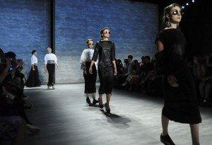 România, reprezentată cu cinste la NY Fashion Week. Creaţiile designerului Dorin Negrău, pe podium alături de Chanel