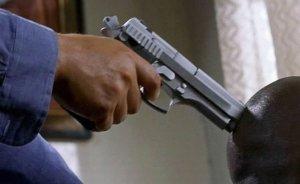 Siluit cu pistolul la tâmplă! Un bărbat a fost violat de către două femei
