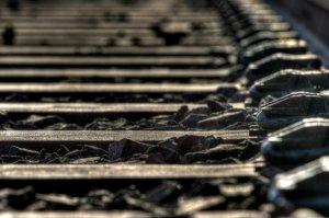 Bilanţul accidentului feroviar de la Bacău se ridică la 2 MORŢI. Mecanicul locomotivei a decedat din cauza leziunilor suferite