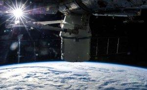 """""""Dragon-ul"""" american a reuşit docarea la Staţia Spaţială Internaţională"""
