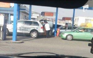 Poliţişti din Mogoşoaia, prinşi la furat de motorină din banii statului. Explicaţia şefului de post, ameţitoare