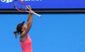 Simona Halep a învins-o pe Serena Williams la Turneul Campioanelor