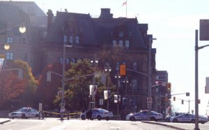 Un bărbat suspectat că a lăsat o armă într-un autobuz, arestat în Canada