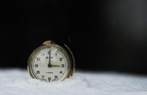 România trece la ora de iarnă în această noapte. Mâine va fi cea mai lungă zi din an, cu 25 de ore