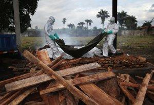 Cum poate fi învins virusul Ebola. Contează foarte mult VÂRSTA pacientului