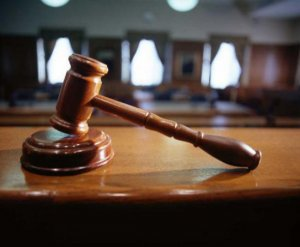 Judecătorii acuzaţi de abuz în serviciu în dosarul retrocedărilor ilegale vor fi cercetaţi în libertate