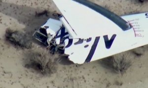 Naveta spaţială care trebuia să transporte turişti în spaţiu s-a prăbuşit în deşertul californian, în timpul unui zbor test