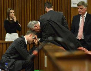 Oscar Pistorius, tratament preferenţial în închisoare. De ziua lui a avut invitaţi, tort şi a primit cadouri