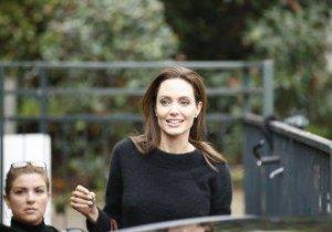 Angelina Jolie, serioasă, dar generoasă. Ce le-a arătat fanilor