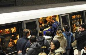 Circulaţie întreruptă la metrou, din cauza unei defecţiuni la o garnitură de tren