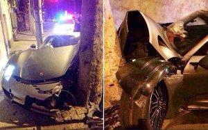 """""""Iubitule, am intrat cu maşina în pom"""". Reacţia FABULOASĂ a bărbatului, după ce şi-a văzut distrus bolidul de 1 MILION de euro"""