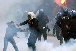 Un protest al profesorilor turci a degenerat în confruntări violente cu poliţia