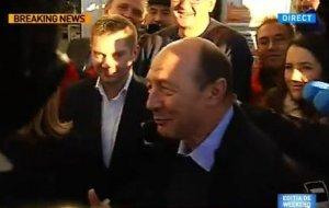 Traian Băsescu, la bere în oraş: Am revenit la condiţia pe care mi-am dorit-o, de om liber