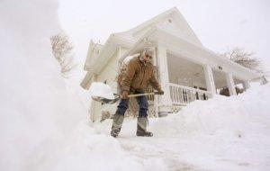 Stare de urgenţă în SUA din cauza furtunii de zăpadă. Milioane de persoane, blocate în locuinţe