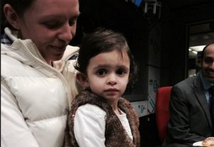 Soluţia ingenioasă găsită de medici pentru a salva viaţa unei fetiţe cu probleme cardiace