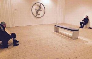 Doi cerşetori din România, folosiţi ca exponate la o galerie de artă din Suedia