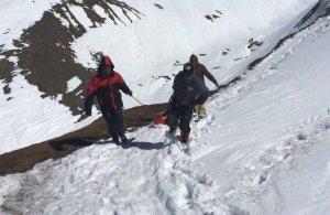 7 schiori AU MURIT într-o avalanşă în Alpii Elveţieni