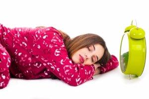 8 trucuri ca sa te trezesti dimineata devreme fara probleme