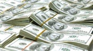 Dolarul s-a apreciat la un nivel record faţă de leu, de 4,0041 unităţi