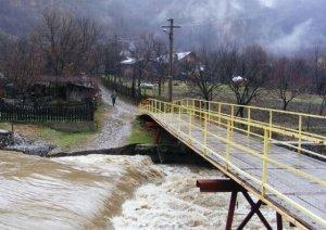 Avertizare cod galben de inundaţii pe râuri din judeţele Dolj, Olt şi Vâlcea