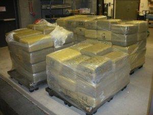 Captură RECORD de droguri. Peste patru TONE descoperite de autorităţi