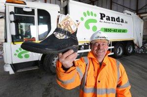 Un român, lăudat in Irlanda. Ce a făcut după ce a găsit 1.500 euro într-un pantof vechi