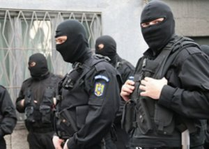 Dosarul infracţiunilor informatice: 7 persoane, reţinute; procurorii vor cere arestarea lor