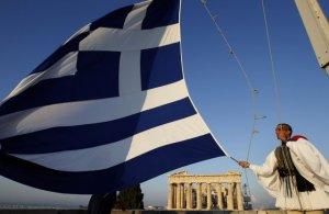 Majoritatea grecilor îşi doresc un acord cu creditorii și țara lor să rămână în UE