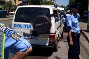 Mai mulţi tineri din Bucureşti, prinşi de poliţişti în timp ce transportau droguri cu maşina