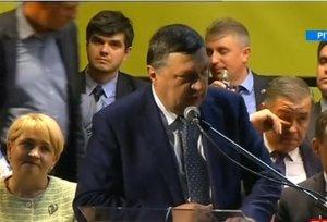 Scandal la Consiliul Naţional al PNL. Atanasiu a fost huiduit şi împiedicat să îşi ţină discursul