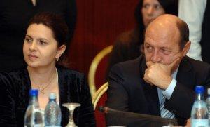 Băsescu, despre cartea Adrianei Săftoiu: Mulţi oameni amărâţi în ziua de azi